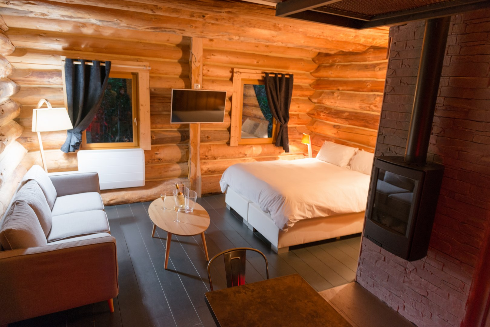 chalet avec spa location de chalets en p rigord. Black Bedroom Furniture Sets. Home Design Ideas
